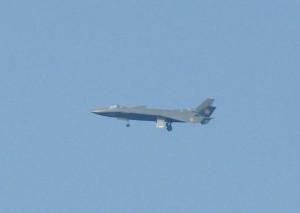 中国黑丝带J20首飞成功